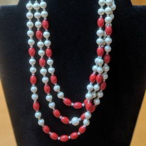 Vintage 50s red and white beaded necklace
